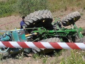 Incidenti lavoro:  trattore si ribalta, morto 63enne nel vibonese