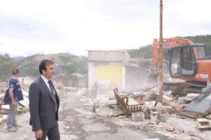 Smantellate baracche abusive di nomadi a Cosenza