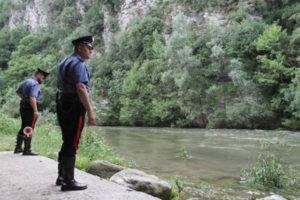 Cadavere trovato su rive di un fiume nel Cosentino