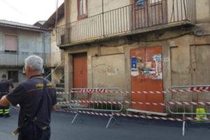 Maltempo: crolla il tetto di una casa nel Vibonese, chiusa strada