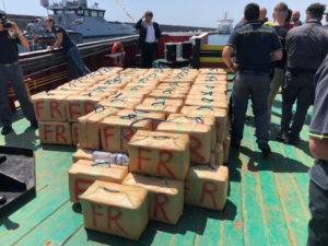 Droga: sequestrata nave con 10 tonnellate di hashish, 9 arresti