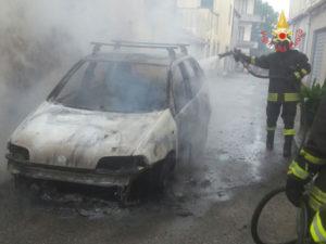 Incendi: in fiamme autovettura nel comune di Stalettì