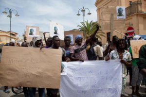 """Migrante ucciso: gli amici, """"chiediamo giustizia"""""""