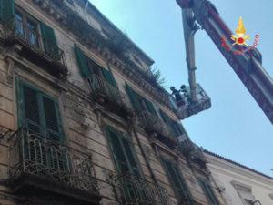 Catanzaro: cade da Palazzo su Corso Mazzini parte d'intonaco