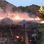 Incendi: fiamme nel Catanzarese, in azione i Vigili del Fuoco