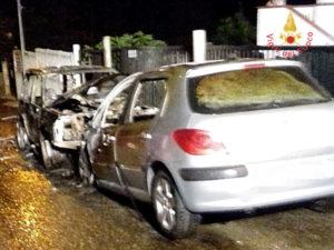 Due auto in fiamme la notte scorsa a Borgia