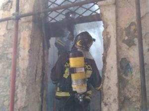 Catanzaro: incendio nel centro storico della città