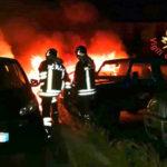Sei auto in fiamme nella notte a Catanzaro, accertamenti in corso