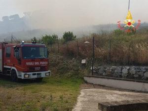 Incendi: arbusti e macchia mediterranea in fiamme a Catanzaro
