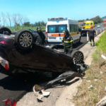 Incidenti stradali: Ford Fiesta si ribalta sulla A2, un ferito