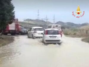 Maltempo: strade allagate e auto impantanate nel Catanzarese