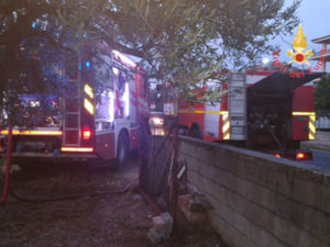 A fuoco deposito materiale edile nel comune di Badolato