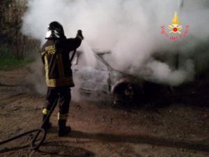 Catanzaro : a fuoco nella autovettura in contrada Cavagliotti