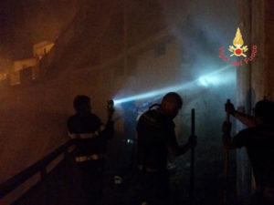 Incendio balle di fieno nel centro abitato del comune di Settingiano
