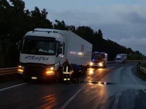 Incidenti stradali: scontro sulla 106 nel Catanzarese, un ferito