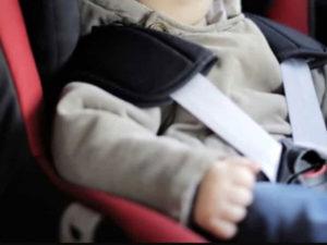 Sicurezza stradale: ok a obbligo allarme su seggiolini bimbi