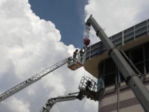 Operai in pericolo salvati da vigili fuoco Cosenza