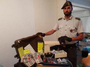 Contraffazione: Gdf Roma scopre centrale falso con 27 mila articoli