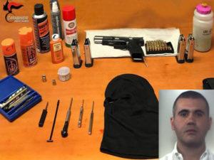 Pistola rubata e munizioni in garage, arrestato 33ene nel Reggino