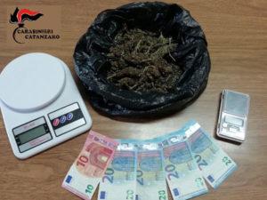 Droga: deteneva marijuana in casa studente arrestato dai Carabinieri