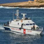 Guardia costiera salva 3 persone su imbarcazione alla deriva in Calabria