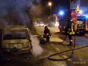 Incendi: auto in fiamme nel Catanzarese, in azione Vigili Fuoco
