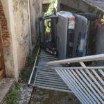 Incidenti: auto perde controllo e si ribalta nel Catanzarese