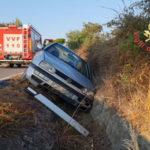 Incidenti stradali: auto sbanda e finisce in un canale, un ferito