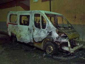 Intimidazioni: incendiato scuolabus coop nel Crotonese