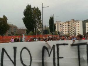 Metro Cosenza-Rende-Unical: in migliaia in corteo per il no