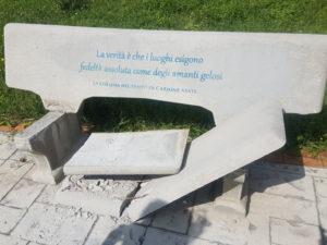 Girifalco: Danneggiata la panchina letteraria di via degli Oleandri
