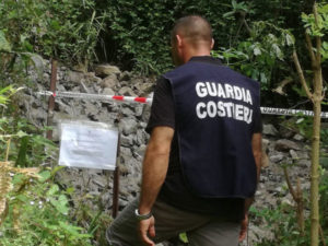 Liquami nel torrente, Guardia costiera sequestra condotta a Curinga