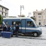 Reggio C.: Camper della Polizia di Stato in piazza Duomo