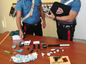 Droga: seguiva forze ordine con monitor e videocamera, arrestato
