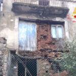 Crolla abitazione in avanzato stato di degrado a San Vito Ionico