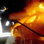 Incendio danneggia l'auto di un infermiere a Crotone