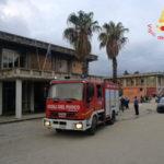 Incendi: rogo cartoni davanti ingresso scuola Soverato