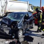 Incidenti stradali: scontro auto-camion rifiuti, donna ferita