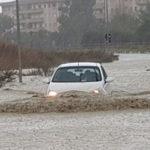 """Maltempo: Crotone sott'acqua, sindaco """"salite i piani alti"""""""