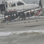 Migranti: veliero in porto a Crotone dopo ore nel mare in tempesta