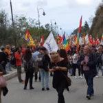Riace: al via manifestazione per Lucano, in migliaia a corteo