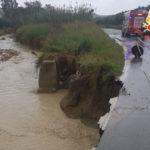 Cropani: torrente Umbro in piena provoca cedimento strada