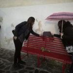 """Violenza donne: a Castrovillari riposizionata la """"panchina rossa"""""""