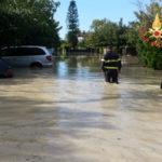 Maltempo: bomba d'acqua nel Catanzarese, persone in salvo sui tetti
