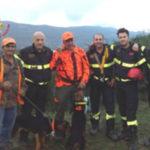 Cane caccia precipita in un dirupo, salvato dai Vigili del Fuoco