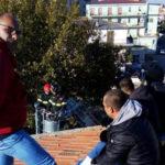 Lavoro: di nuovo su tetto scuola operai licenziati a Rossano