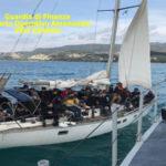 Migranti: veliero con 61 persone a bordo intercettato nello Ionio