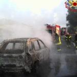 Incendi: auto in fiamme sulla corsia Nord dell'A2, paura ma no danni