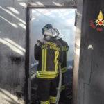 Incendio in casa a Feroleto Antico, ustionato trasferito a Catania