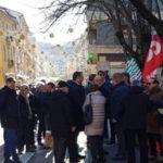 Manovra: protesta pensionati anche davanti prefettura Cosenza